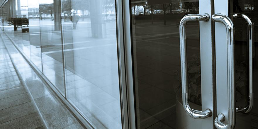 Porte d'une entreprise sécurisée par l'usage de la Clé de service